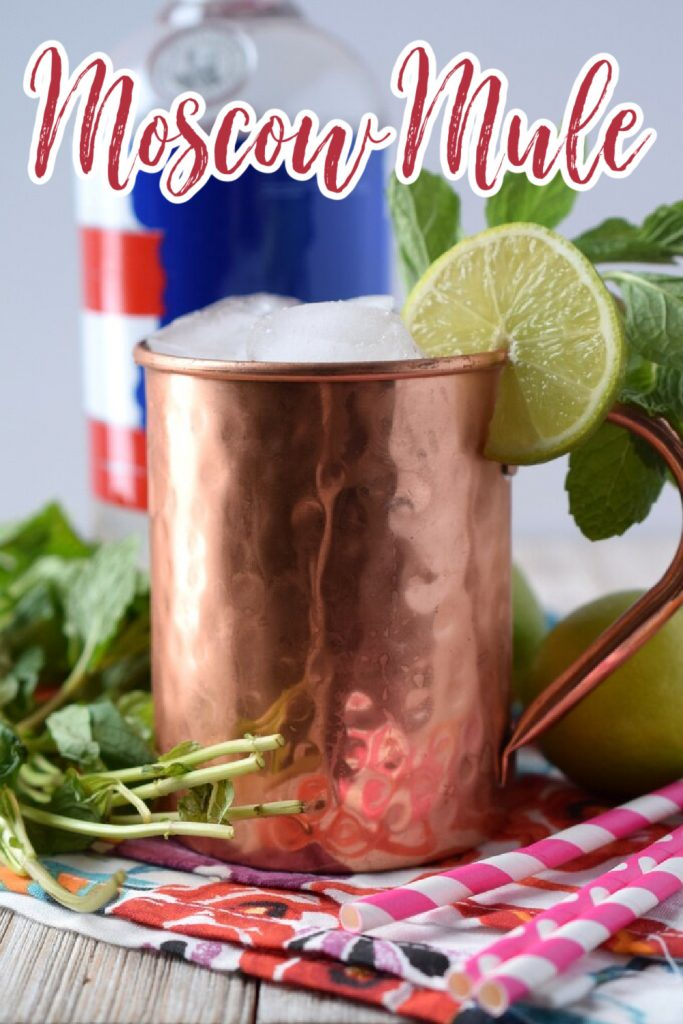 Moscow Mule - The perfect moscow mule recipe! Made with just a few simple ingredients, this drink is elegant and delicious. Moscow Mule Recipe | Moscow Mule | Cocktail Recipe